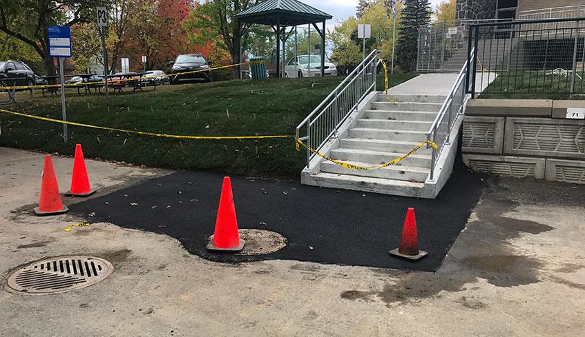 Réfection de pavage d'asphalte après construction